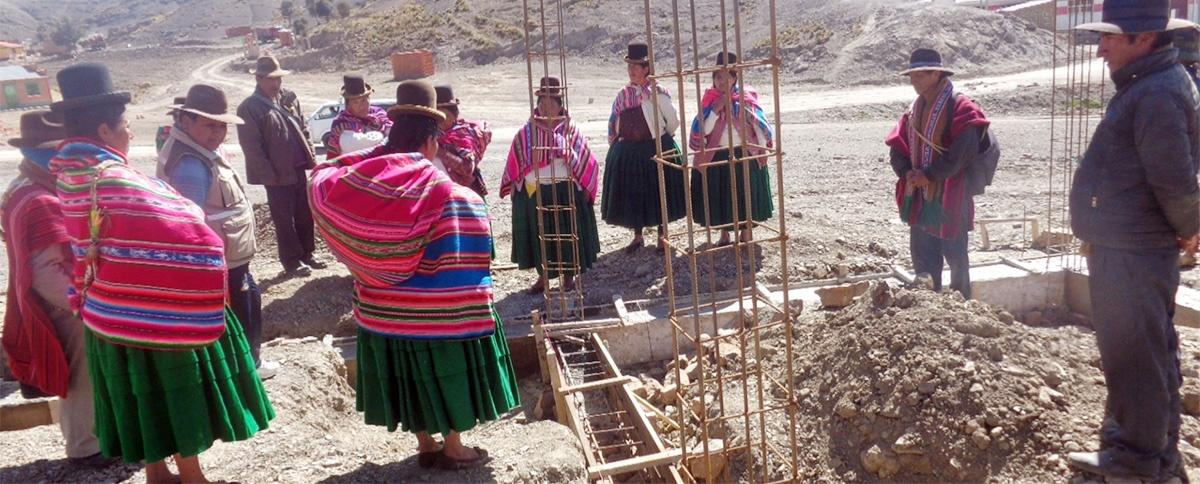 Mujeres realizan seguimiento e inspección técnica a la gestión municipal de Calamarca